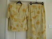 SUMMER TWO PIECE SUIT B Y ROMAN CASUALS - YELLOW FLORAL SIZE 14 -EXCELLENT COND. MACHINE WASHABLE.