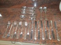 A SET OF GOOD QUALITY S/STEEL CUTLERY, WITH A GOLD PATTERN ON THE HANDLES, 26 PIECES IN TOTAL.