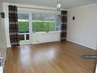 2 bedroom flat in Easington Place, Guildford, GU1 (2 bed) (#889463)