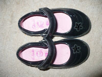Girls Clarks Black Patent School Shoes size 7.5H (7 and 1/2 h), excellent condition. Worn twice.