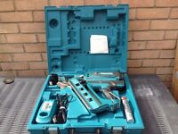 Makita GN900SE Nail gun,50/90 clipped nails,2x7.2 lithem-ion batteries, in very good condition
