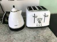 Delonghi white kettle and toaster