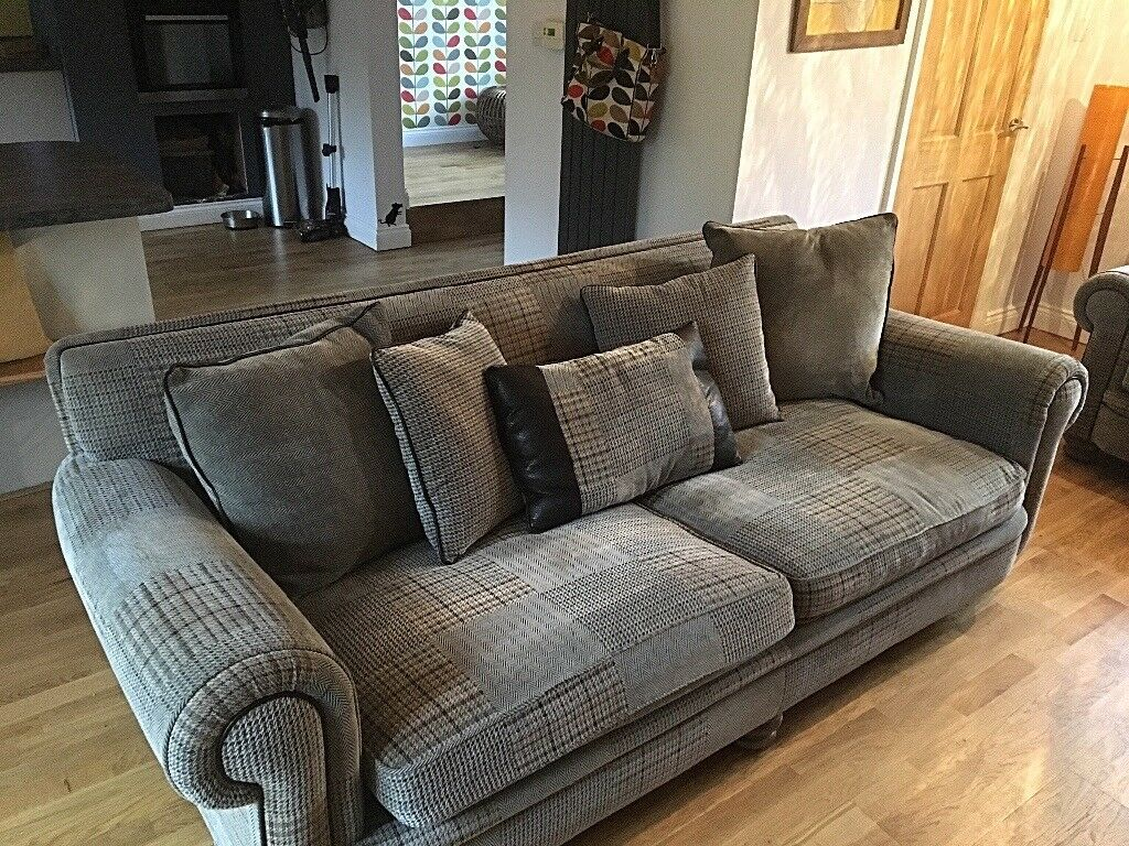 Stunning Ashley Manor Sofas 3x2 In Bolton Le Sands