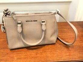 Michael Korrs handbag, great for summer!