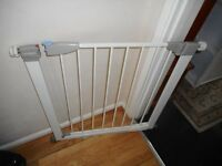 white lindam pressure fix stair gate