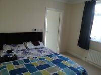** King size ensuite room available for rent in Rayners Lane/Pinner **