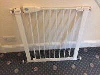 Lindam Safe Lock Safety Gate / Stair Gate