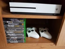 Xbox one 1tb lots of games