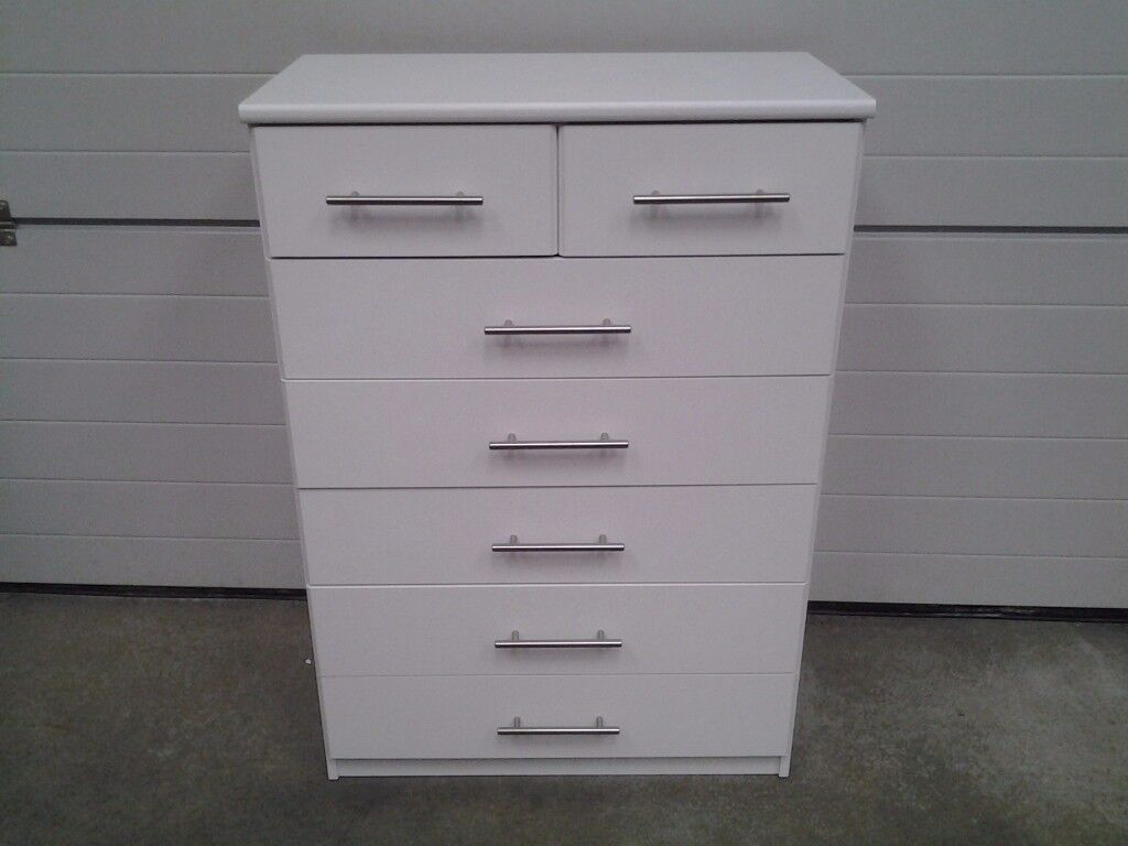 New Bargain White chest drawers 5+2. Can deliver.