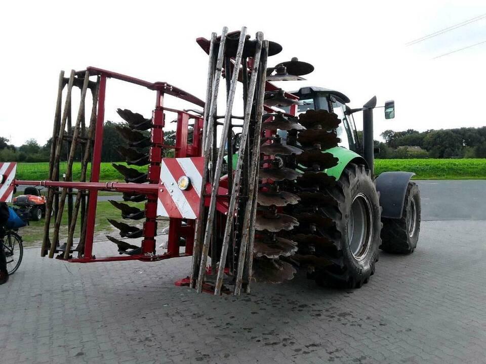 Vermietung Traktoren Häcksler Schredder Rüttler Tiefenlockerer in Löningen