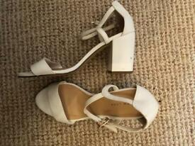 BRAND NEW WHITE NEW LOOK SHOES SIZE 7