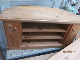 HEAVY SOLID PINE CORNER TV CABINET WITH 2 DOORS AND SHELVING