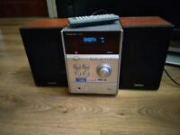 PANASONIC CD STEREO SYSTEM - MODEL SA-PM4DB +remote