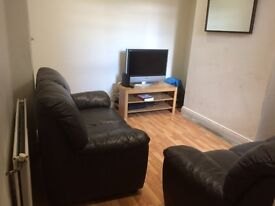 2 double rooms to rent in 4 bed house on Dunluce Avenue. Close to QUB, Lisburn Road & City Hospital