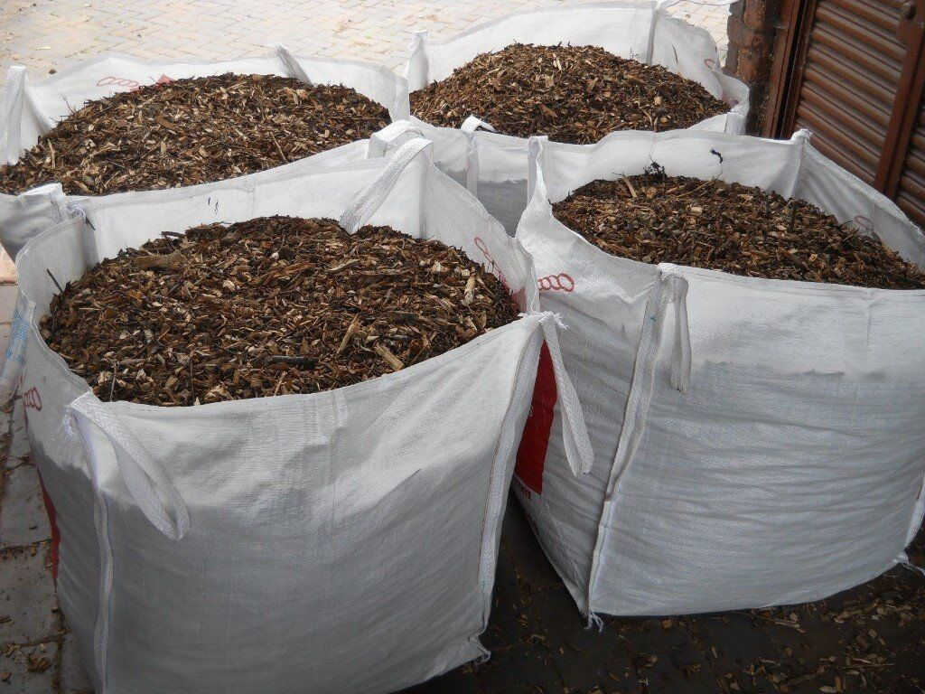 Stop weeds in flower beds - Wood Chippings Landscaping Flower Beds Boarders Stops Weeds Similar To Bark Mulch Woodchip