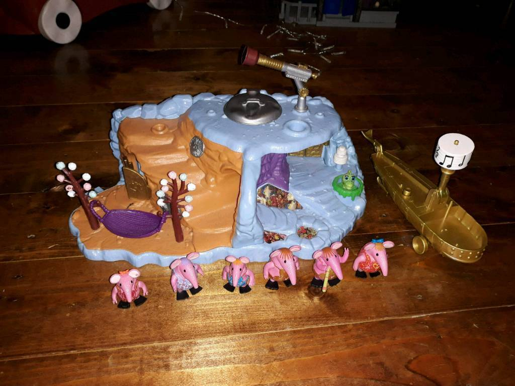 Clangers play planet boat and figures