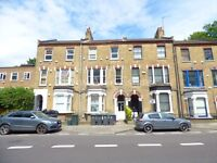 3 bedroom flat in Archway Road, Archway N6
