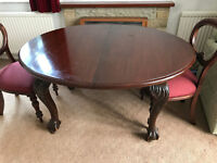Beautiful late Victorian Oval Mahogany Dining Table and Four Chairs