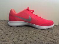 Awesome Nike revolution UK 5.5