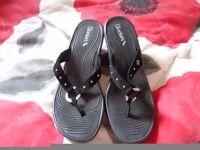 Brand new Sketchers sandals size 6