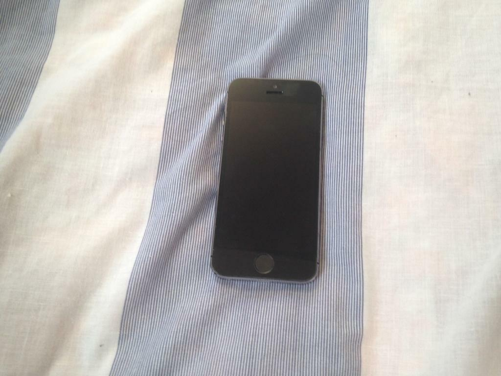 APPLE IPHONE 5S 16GB UNLOCKED GOOD CONDITIONin Bolton, ManchesterGumtree - Apple iPhone 5s 16gb unlocked . Good condition. Comes with charger. Fully working