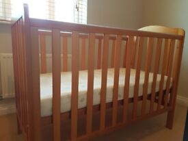 Baby cot (Barely used) £50