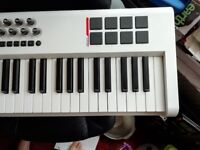 M-Audio Axiom pro 61 midi controller Great physical and working condition