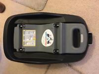 Maxi-cosi pebble car seat and ISOFIX base with extras