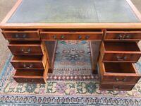 Reproduction desk