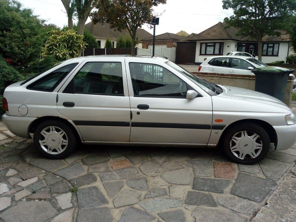 Classic vintage ford escort 1 6lx 5 dr 1997