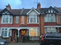 DOUBLE ROOMS TO RENT IN THIS SHARED FOUR BEDROOM TERRACED HOUSE ALL BILLS INCLUDED