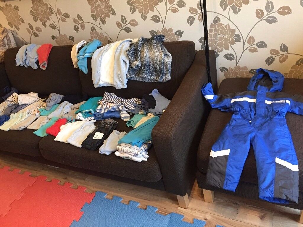 (1) Large bundle of baby boy clothes in age 6-12 and 9-12 months.