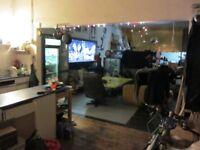 LARGE DOUBLE MEZZANINE ROOM IN LIVE-WORK STUDIO WAREHOUSE. MANOR HOUSE