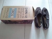 Nearly new pair of brown TOMS size 6 UK