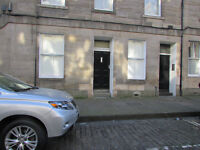 Central, New Town, Main door 2 bedroomed flat only 5 minutes walk to Saint Andrews Square