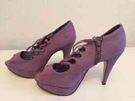 Ladies heels size 6 brand new!