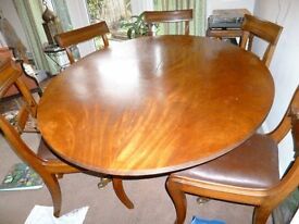 Elegant oval mahogany dining table with central pedestal