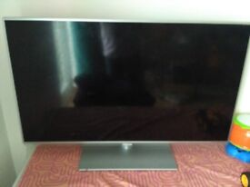 Panasonic LCD 39 inch SMART TV - Model TX-L39E6B (broken screen) spares or repair