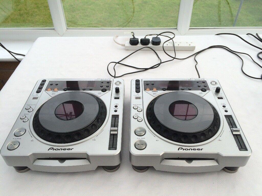 Pioneer CDJ-800mk2 pair including SWAN FLIGHT CASES - REDUCED to £200