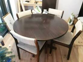 New Zealand dark oak table & chairs( extendable) 4 chairs table protector & 3 tablecloths