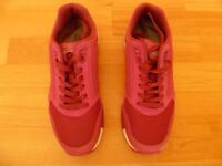 Brooks Ladies Running Shoes Size 6 Dark Pink
