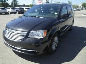 2016 Chrysler Town & Country Auto-Leather-Sunroof-NAV-DVD