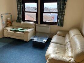 doube bedroom for rent in a 2 bedroom flat