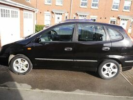 2005 nissan tino se in metallic black.12 months mot