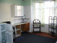 Flat/Studio for rent. Maindee area £ 60 pw self contain quiet house for mo Info,, Ring 07840131305