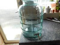 WINE / BEVERAGE DISPENSER BRAND NEW IN BOX 11 LITRES WITH TAP