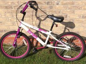 Girls bike age approx 7 - 10. Hardy used.