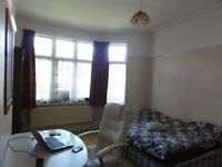 SPACIOUS DOUBLE ROOM AVAILABLE IN RUSHOLME