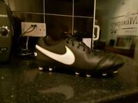 Nike tiempo football boots size 9.5
