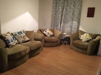 3 seater sofa with 2 matching chairs, great condition